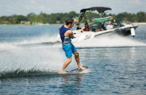 wakeskate-wakeboard-wakesurf-skinautique-contact-boatevasion